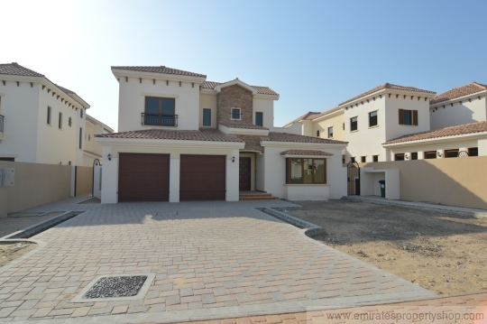 4 bedroom family villa with superb Dubai golf course view