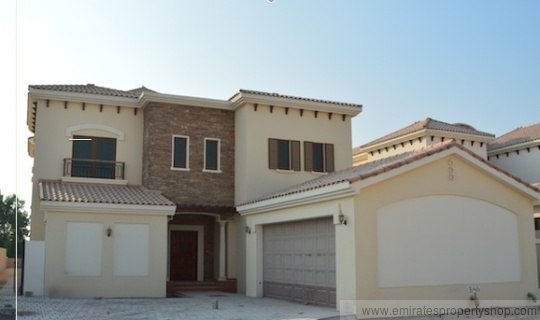 Upgraded 5 bedroom family villa with golf course views