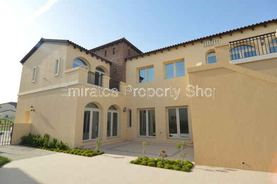 4 bedroom detached Family Villa With Private Pool To Rent